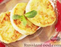Фото к рецепту: Сырники с изюмом и курагой