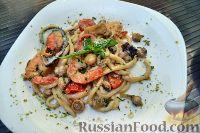 Фото к рецепту: Умбричи с морепродуктами в сливочно-грибном соусе