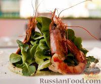 Фото к рецепту: Салат с креветками, пюре из брокколи и печеными овощами
