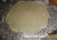 Фото приготовления рецепта: Наполеон (торт с кремом из сгущенки) - шаг №9