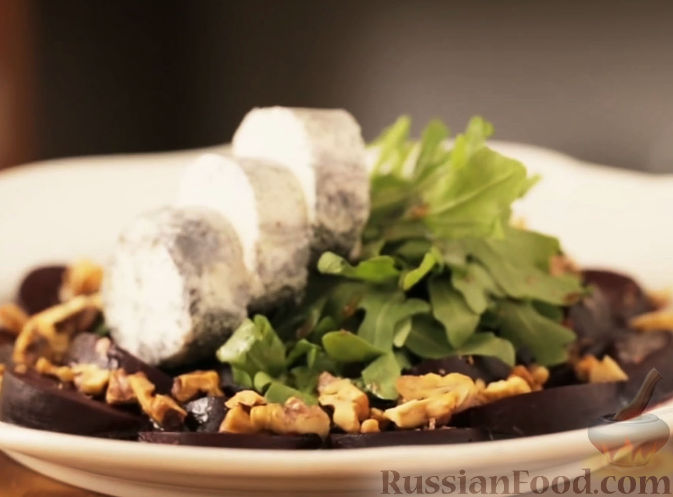 Рецепт Салат со свеклой и козьим сыром