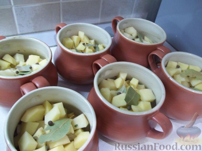 Фото приготовления рецепта: Свинина в горшочках - шаг №3
