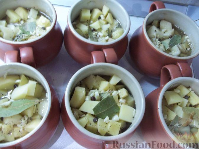 Фото приготовления рецепта: Свинина в горшочках - шаг №5