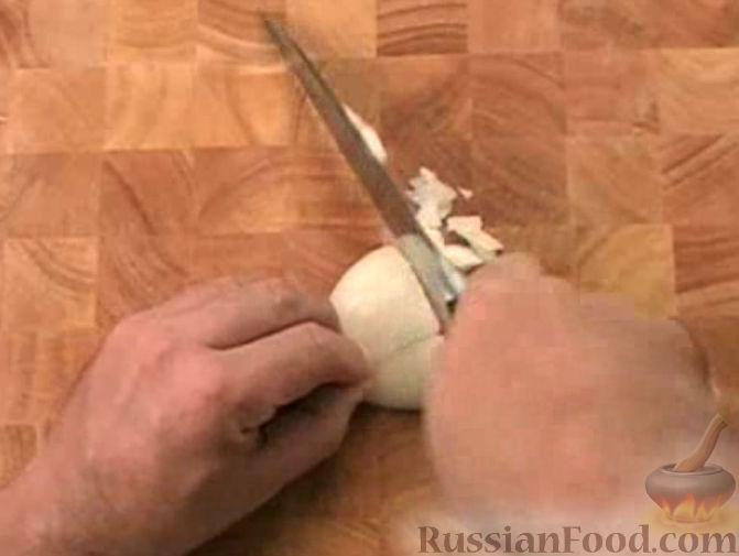 """Фото приготовления рецепта: Салат """"Зимний"""" с селедкой и яблоком - шаг №2"""