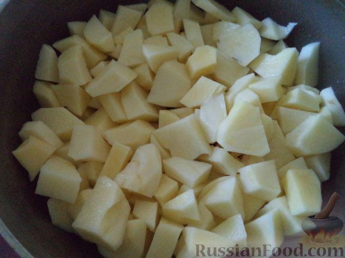 Фото приготовления рецепта: Ореховый пирог с яблоками и сливами - шаг №1