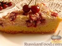 Фото к рецепту: Пирог с вишней и творожным кремом