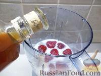 Фото приготовления рецепта: Клубнично-коньячный смузи - шаг №3