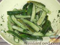 Фото приготовления рецепта: Салат из огурцов «Дамские пальчики» - шаг №6
