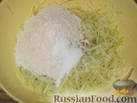 Фото приготовления рецепта: Оладьи из кабачков простые - шаг №3