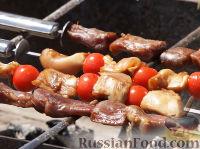 Фото приготовления рецепта: Мини-шашлыки из лосося, курицы и телятины в соусе терияки - шаг №7