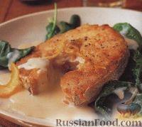 Фото к рецепту: Жареный хек со шпинатом и лимонным соусом