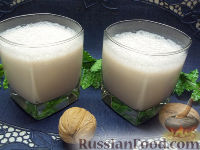 Фото к рецепту: Молочный коктейль с коньяком и корицей