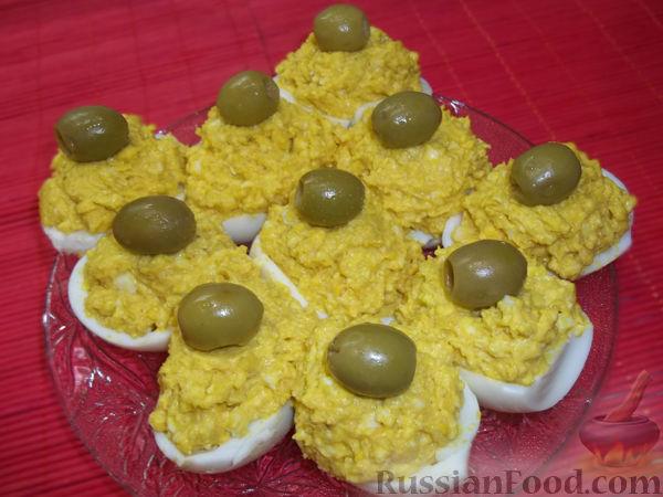 Рецепт Яйца, фаршированные икрой минтая и плавленым сыром