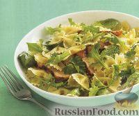 Фото к рецепту: Салат с курицей и пастой