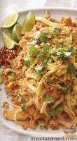 Фото к рецепту: Рисовая лапша с курицей по-тайски