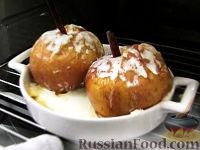 Фото к рецепту: Запеченные яблоки с корицей и йогуртом
