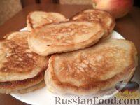 Фото к рецепту: Оладьи с яблоками на молоке
