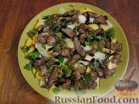 Фото к рецепту: Салат из шпината с персиком и индейкой
