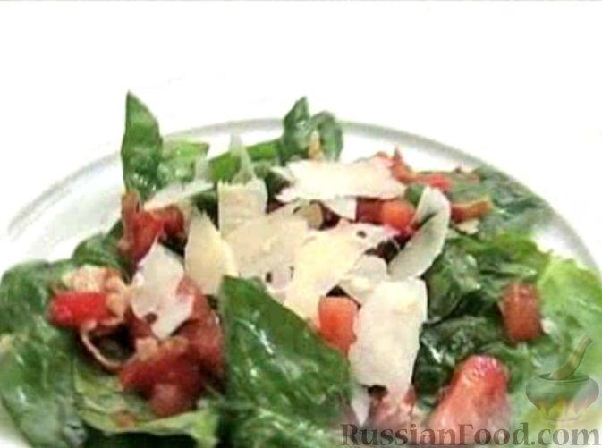 Рецепт Салат из шпината с беконом и пармезаном