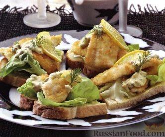 Рецепт Бутерброды с камбалой и огуречным соусом