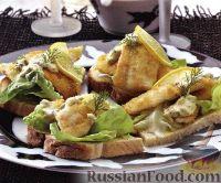 Фото к рецепту: Бутерброды с камбалой и огуречным соусом