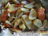 Фото приготовления рецепта: Скумбрия, запеченная с овощами - шаг №9