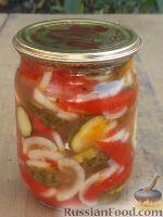 Фото приготовления рецепта: Салат из помидоров и огурцов - шаг №11