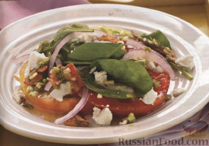 Рецепт Салат из помидоров, козьего сыра и шпината