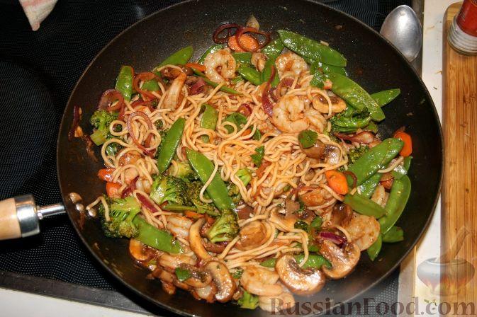 Рецепт Креветки с овощами и лапшой из вока по-азиатски