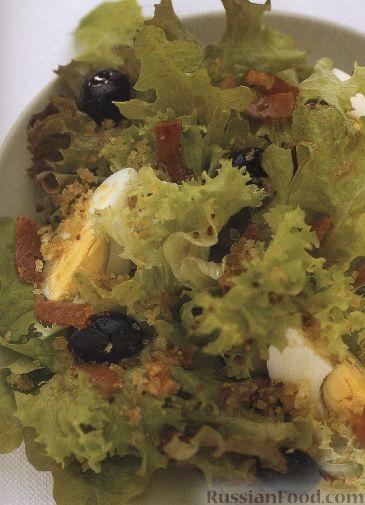 Рецепт Зеленый салат с оливками, яйцами и беконом