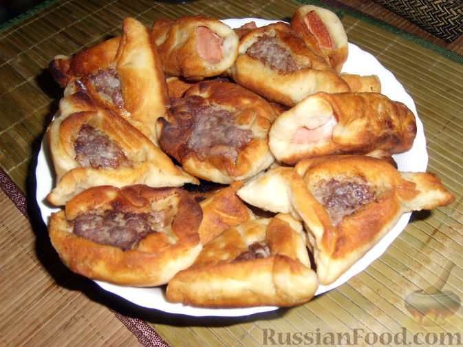 Рецепт Беляши и колбаса в тесте