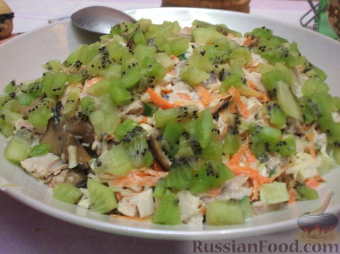 Рецепт Мясной салат с киви