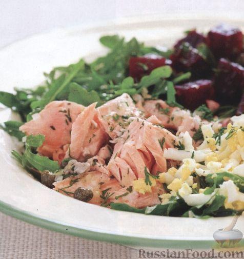 Рецепт Легкий салат с лососем, свеклой, каперсами, яйцами и зеленью