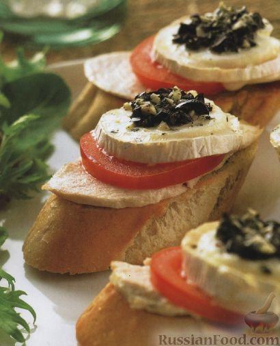 Рецепт Бутерброды с куриным мясом, помидорами и козьим сыром
