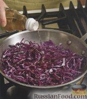 Фото к рецепту: Тушеная красная капуста