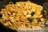 Фото к рецепту: Спагетти с птицей и овощами