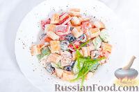 Фото к рецепту: Почти греческий салат с мясом краба