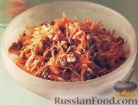 Фото к рецепту: Морковный салат с имбирем, орехами и изюмом