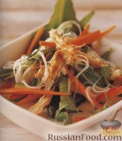 Фото к рецепту: Овощной салат с рисовой лапшой