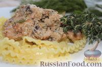 Фото к рецепту: Куриное филе в сливочной подливке с шампиньонами и тимьяном