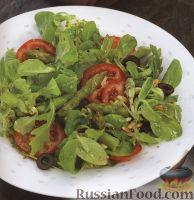 Фото к рецепту: Легкий салат с помидорами, спаржей и зеленью