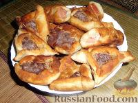 Фото к рецепту: Беляши и колбаса в тесте