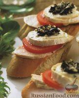 Фото к рецепту: Бутерброды с куриным мясом, помидорами и козьим сыром