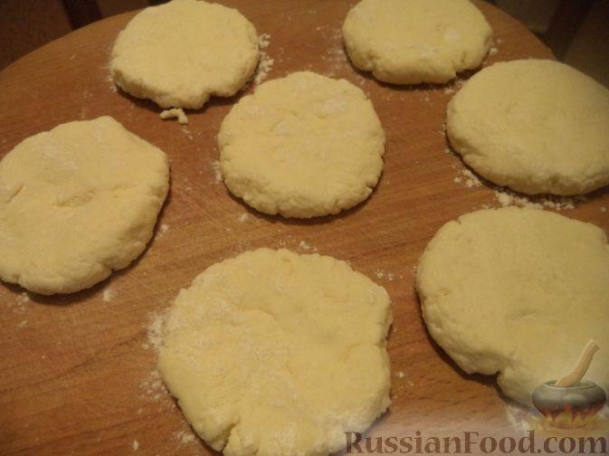 Фото приготовления рецепта: Вареники с квашеной капустой и картошкой - шаг №2