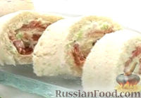 Фото к рецепту: Сэндвич-ролл с копченым лососем