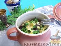 Фото к рецепту: Пельмени с грибами в горшочках