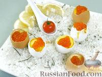 Фото к рецепту: Яйца, фаршированные лососем и белой рыбой