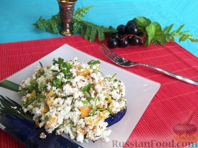 Фото к рецепту: Творожный салат с зеленью и абрикосами