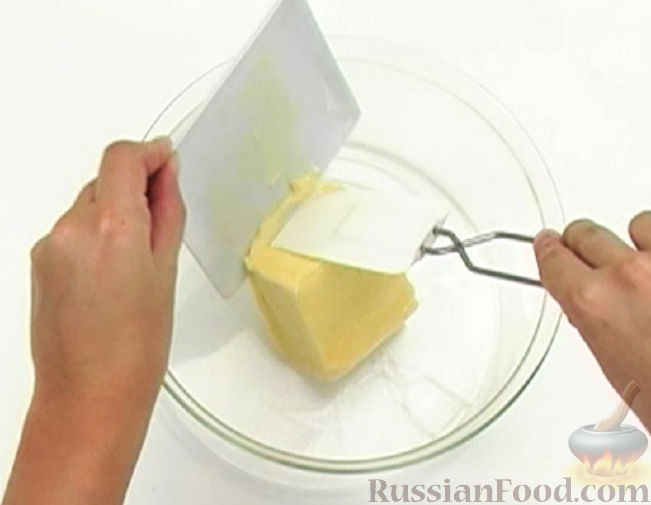 Фото приготовления рецепта: Мороженое из сгущёнки и сметаны с клюквой - шаг №1