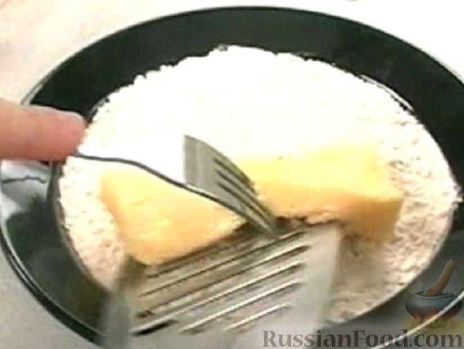 Фото приготовления рецепта: Дрожжевые пирожки с яблоками - шаг №7